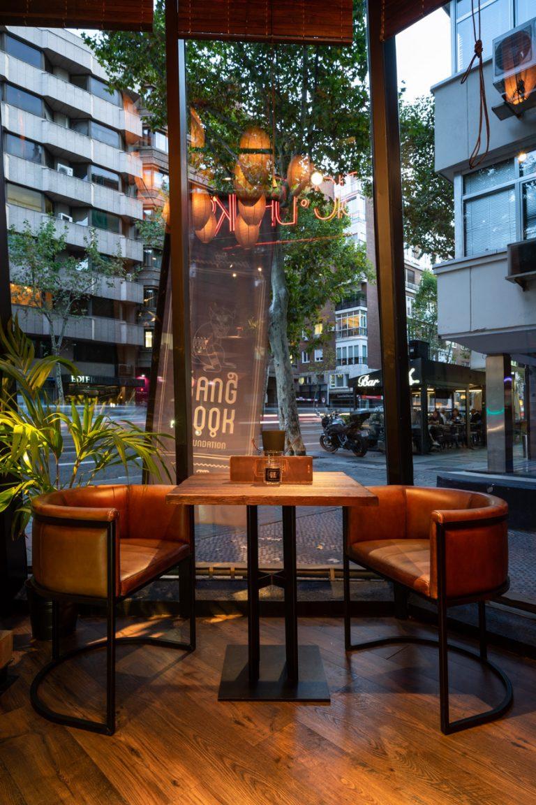 Mesa ventana restaurante bang cook
