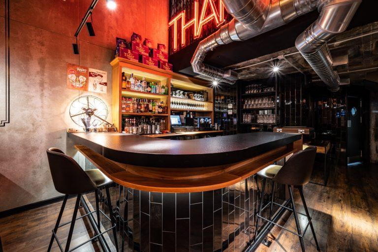 Barra interiorismo restaurante bang cook