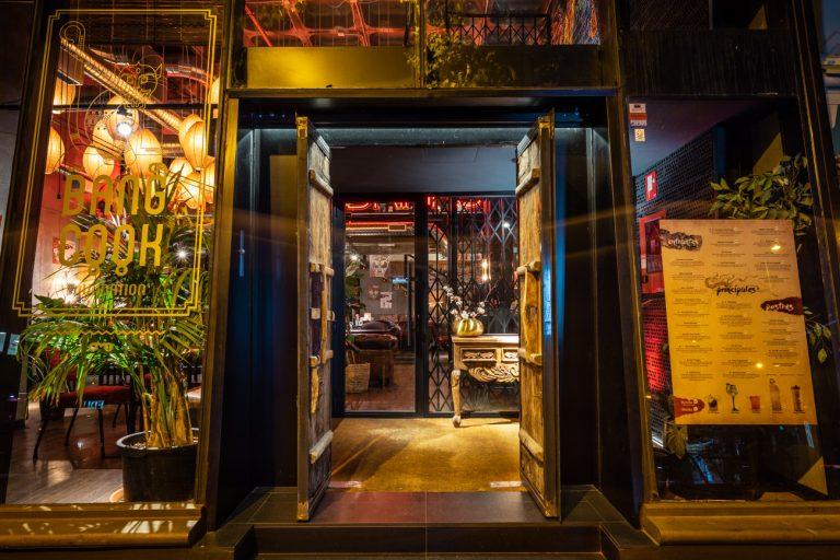 Puerta restaurante bang cook