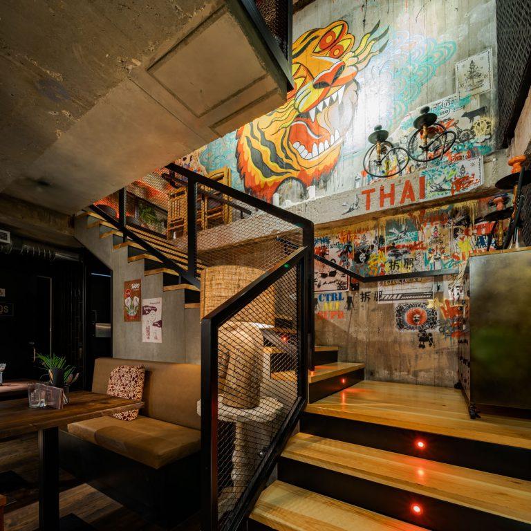 Diseño Graffiti Restaurante Thai Bang Cook escalera