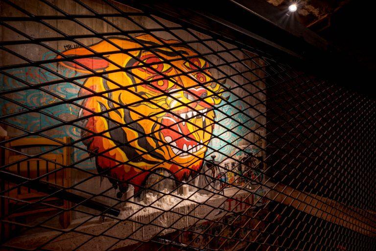 Graffiti Tigre 4 Ojos restaurante Bang Cook