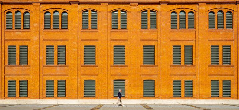 Fachada ladrillos simétrica Museo Ciencia Valladolid Moneo Teresa