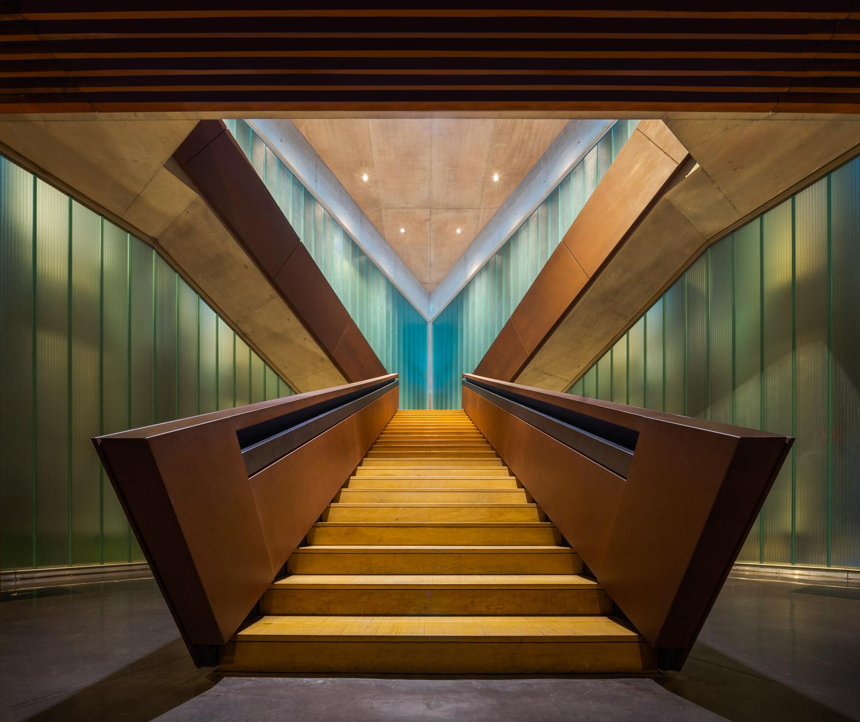 Escalera simétrica Bodega Portia Norman Foster