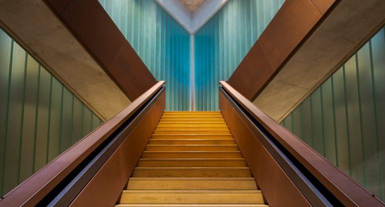 Escalera principal Bodega Portia Norman Foster