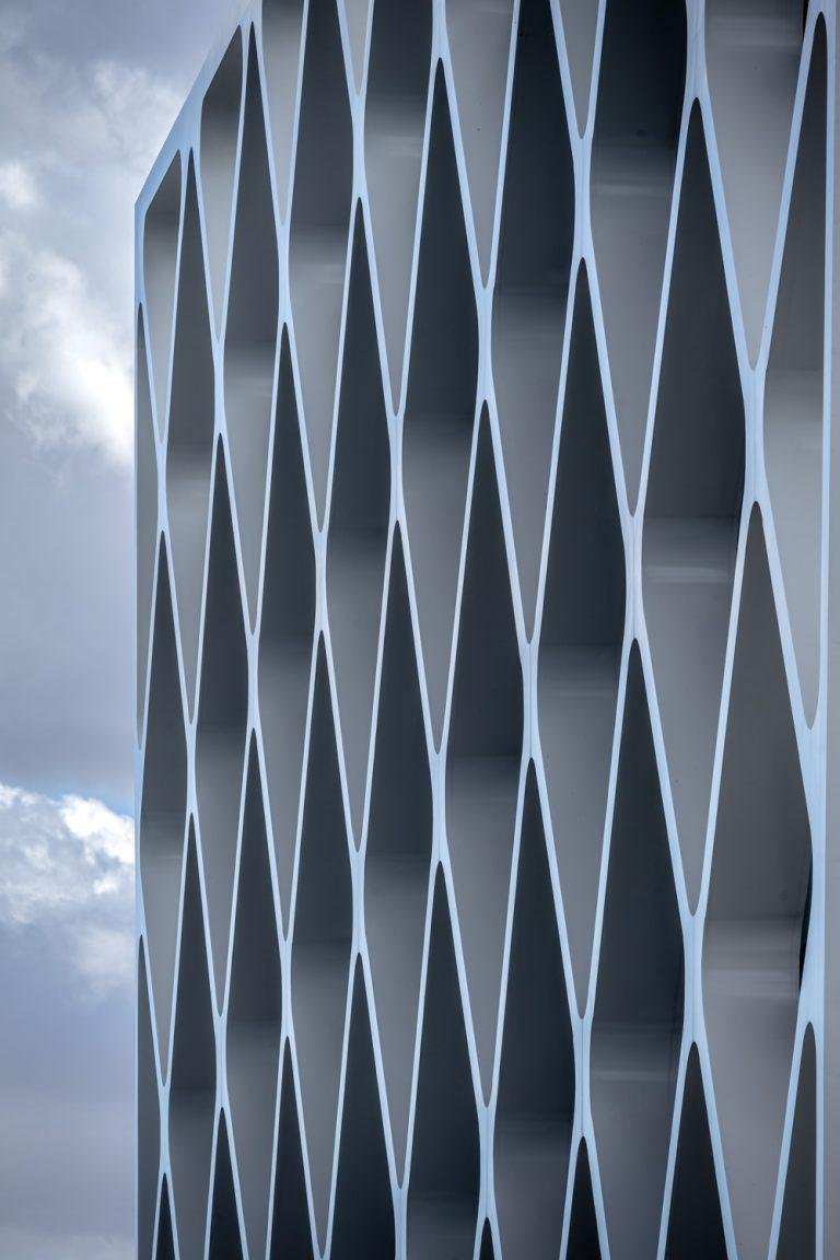 Edificio Oxxeo Rafael de la Hoz detalle fachada