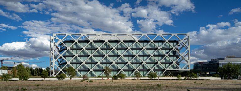Edificio Oxxeo Rafael de la Hoz lateral